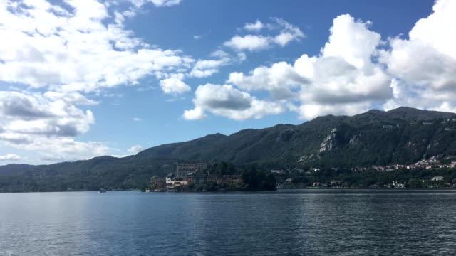 vídeos de stock e filmes b-roll de view of isola san giulio - lago maggiore