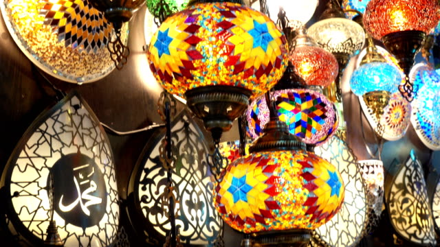 4k view of many colorful turkish lamps - grand bazaar video stock e b–roll
