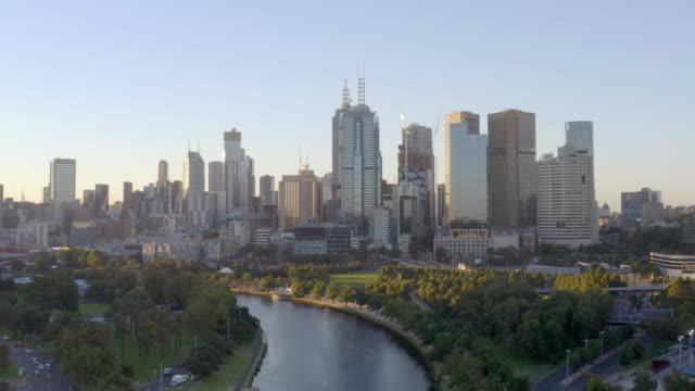 オーストラリアのメルボルンにあるモダンな建物の眺め - オーストラリア メルボルン点の映像素材/bロール