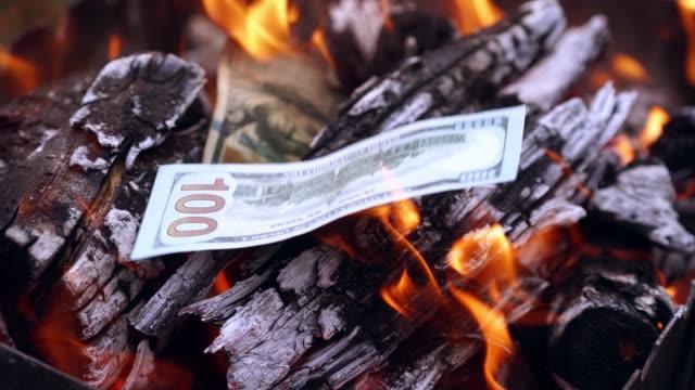 Bидео View of money on fire