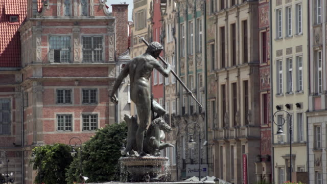 WS View of Neptun Fountain in old tow video