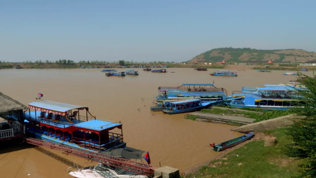 View of polluted Tonle Sap lake with floating village Chong Khneas on it video
