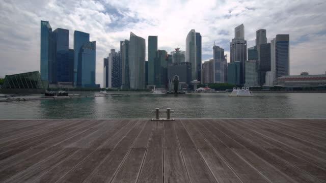 シンガポールのスカイラインの眺め /シンガポール - デッキ点の映像素材/bロール