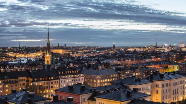 vy av stockholm city vid skymning 4 k tid förfaller. stadsbilden skyline, capital of sweden - stockholm bildbanksvideor och videomaterial från bakom kulisserna