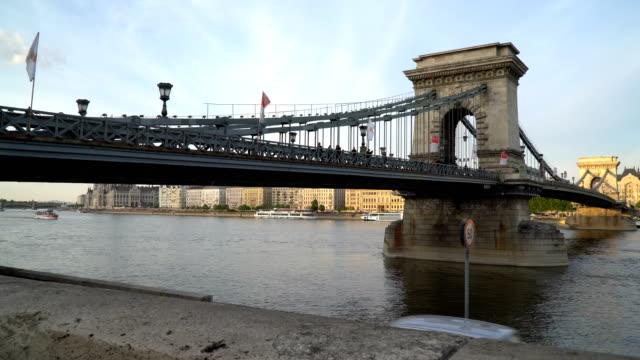 Blick auf die alte Brücke in Budapest – Video