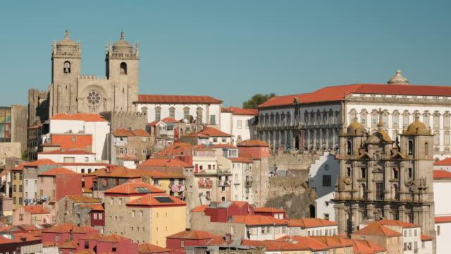 porto portekiz katedrali ve ev çatıları görünümü - fransa kralı i. fransuva stok videoları ve detay görüntü çekimi