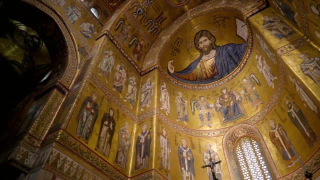 シチリア島パレルモの大聖堂の天井のビュー - モンレアーレ点の映像素材/bロール