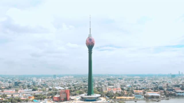 vídeos de stock e filmes b-roll de view of the colombo city skyline with lotus tower - sri lanka