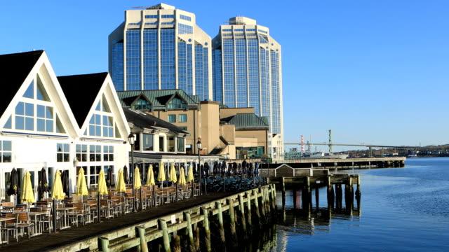 Uitzicht op de kustlijn van de Halifax, Nova Scotia in de ochtend video