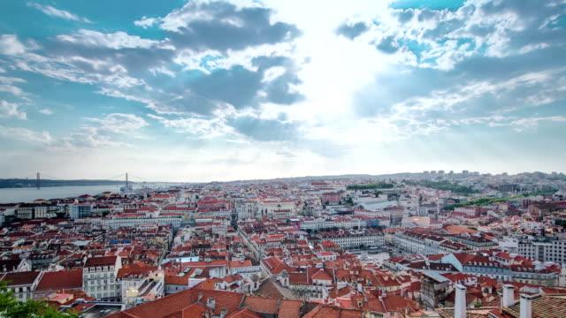 blick auf die altstadt von lissabon baixa der innenstadt und den tajo vom sao jorge st. george castle in lissabon, portugal timelapse - zahl 25 stock-videos und b-roll-filmmaterial