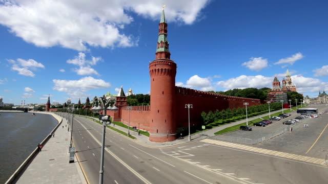 view of the kremlin, moscow, russia--the most popular view of moscow - rzeka moskwa filmów i materiałów b-roll