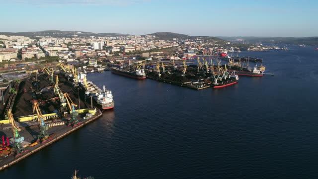 stockvideo's en b-roll-footage met uitzicht op de zee haven van moermansk en kola bay - shovel
