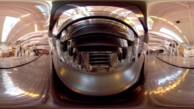 a 360 view of the shop in the city mall 360 virtual - video di bancarella video stock e b–roll