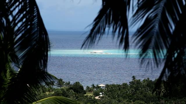 widok na tropikalnej wyspie w pięknej plaży - krajobraz morski filmów i materiałów b-roll