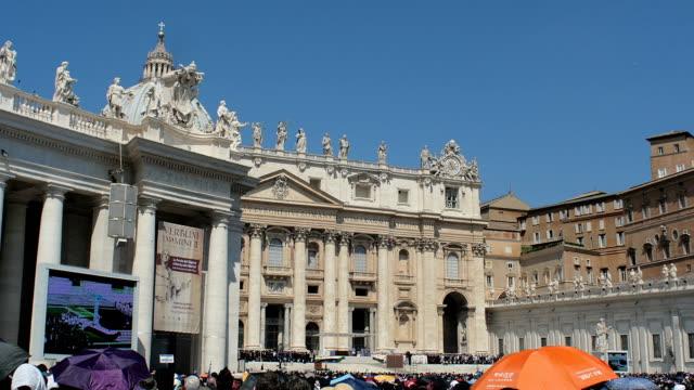 vatikan kenti, st. peter bazilikası - fransa kralı i. fransuva stok videoları ve detay görüntü çekimi