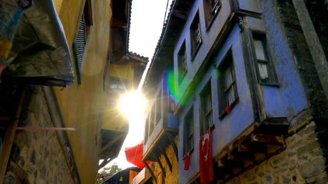 utsikt över traditionell ottomansk anatolisk by, cumalikizik, turkiet - stenhus bildbanksvideor och videomaterial från bakom kulisserna