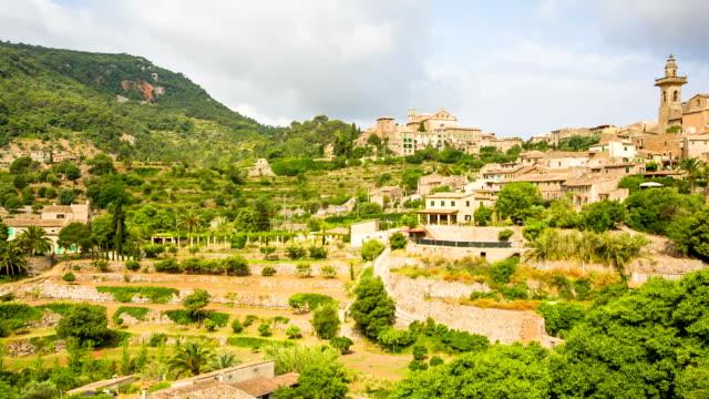 バルデモサの眺め-マヨルカ(スペイン) - ヴァルデモサ点の映像素材/bロール