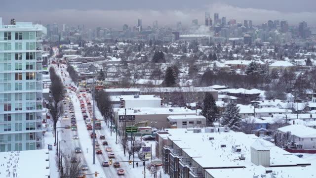 vídeos de stock e filmes b-roll de a view of vancouver city after a night of heavy snow - vancouver