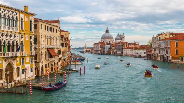 blick auf venedig, italien. - italien stock-videos und b-roll-filmmaterial