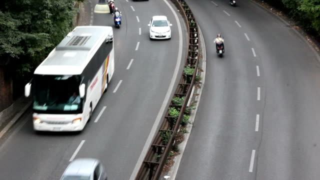 vídeos y material grabado en eventos de stock de ver en largo de la autopista - autobús