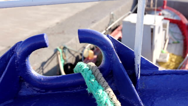 View on the ropes for dock fastening video