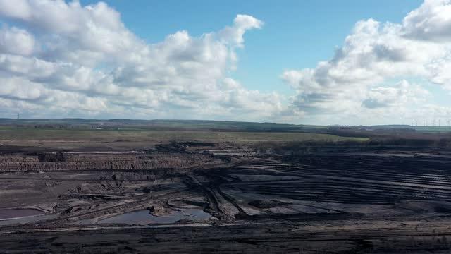 blick über ein altes braunkohletagebautageium, luftbild - aerial view soil germany stock-videos und b-roll-filmmaterial