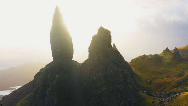 aerial pov ws view over old man of storr, isle of skye/ scotland, uk - highlands scozzesi video stock e b–roll