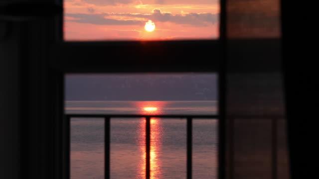 visa genom veranda fönster vid soluppgången - pink sunrise bildbanksvideor och videomaterial från bakom kulisserna