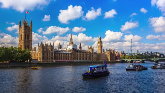 Vista para o Grande Ben, a casa do Parlamento e do rio Tâmisa, em Londres. - vídeo
