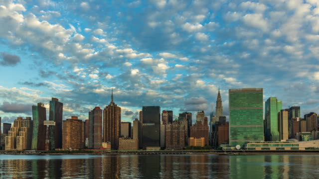 view to manhattan skyline from the long island city at sunrise - sud est video stock e b–roll