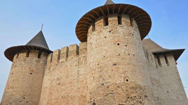 вид на средневековый форт в сороке, республика молдова. - молдавия стоковые видео и кадры b-roll
