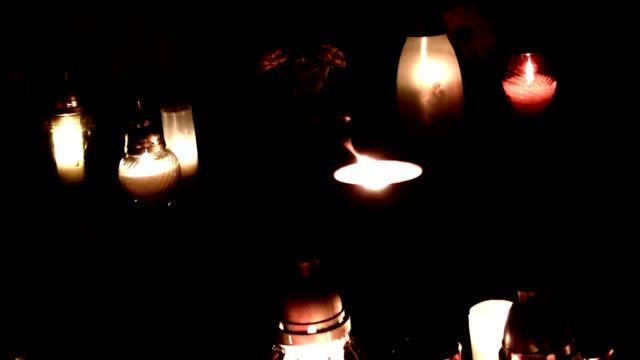 vigil lights - mahnwachen stock-videos und b-roll-filmmaterial