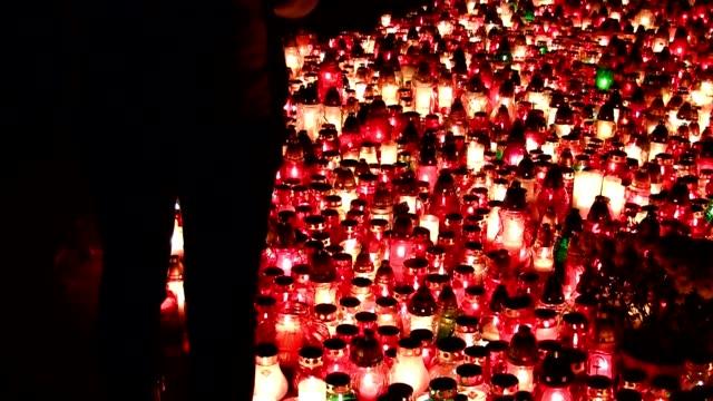 vigil lights - ljus på grav bildbanksvideor och videomaterial från bakom kulisserna
