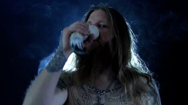 vídeos y material grabado en eventos de stock de viking 2 - vikingo
