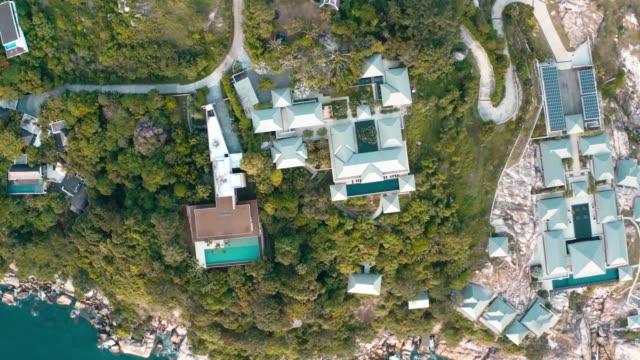 プーケット、タイのヴィラとビーチクラブの空中写真 - プーケット点の映像素材/bロール