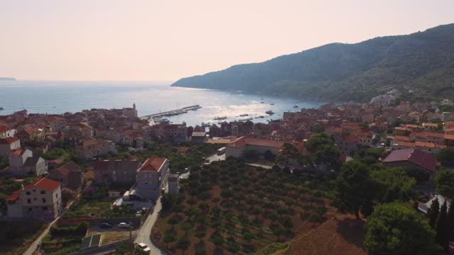 aerial деревня komiza - хорватия стоковые видео и кадры b-roll