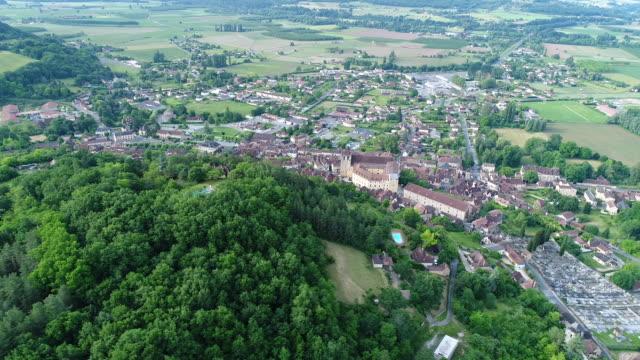 village of saint-cyprien in périgord in france as seen from the sky - francuska kuchnia filmów i materiałów b-roll