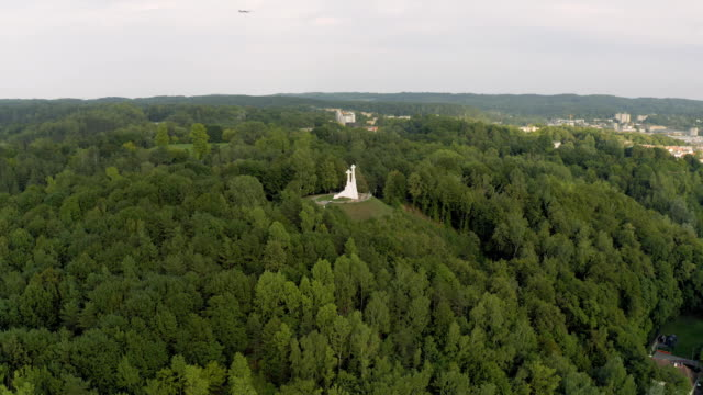 vilnius old town the historic center of lithuania - łotwa filmów i materiałów b-roll