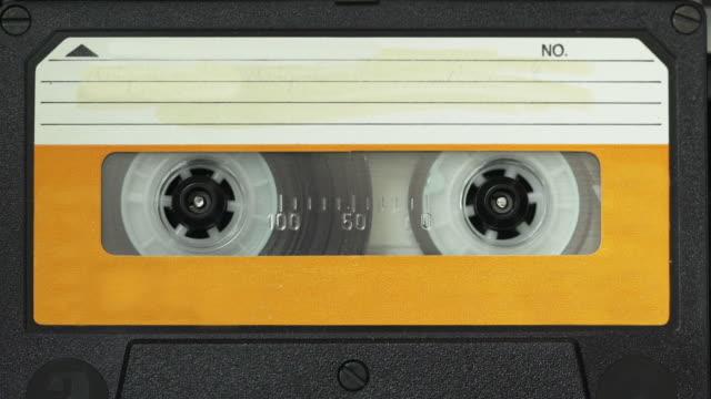 vintage musicassetta - mangianastri video stock e b–roll