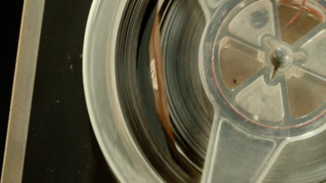 vintage audio tape to tape recorder - analogiczny filmów i materiałów b-roll
