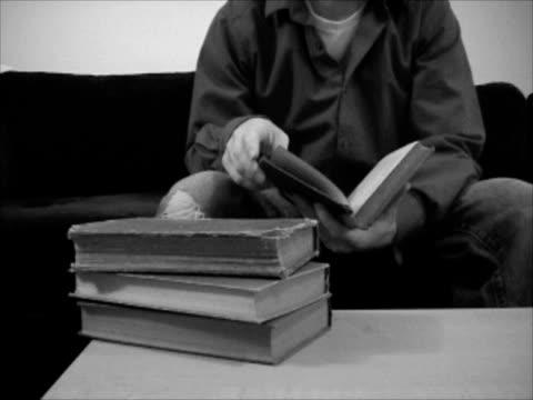 vídeos de stock e filmes b-roll de vintage livros (ntsc - coffee table