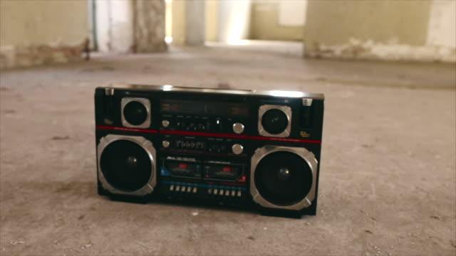 vintage cassette boombox - cassetta video stock e b–roll