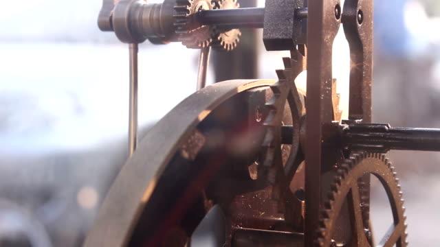 vintage clock gears mechanism video