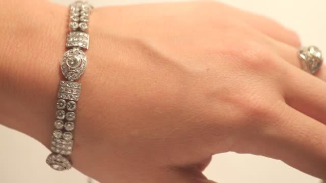 винтаж diamond ювелирные изделия (hd - браслет стоковые видео и кадры b-roll