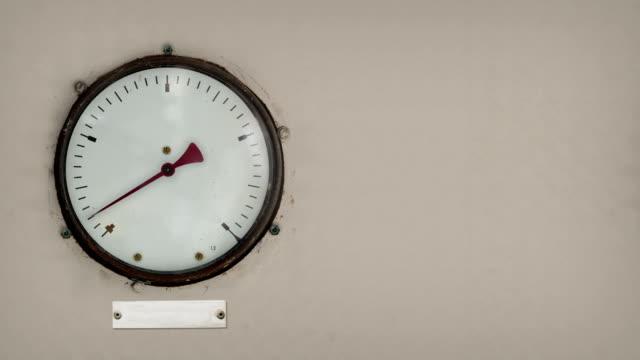 vintage gauge with blank information plate left - barometer bildbanksvideor och videomaterial från bakom kulisserna