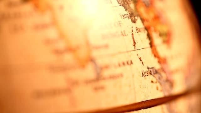 vídeos de stock, filmes e b-roll de vintage mundo - cartografia