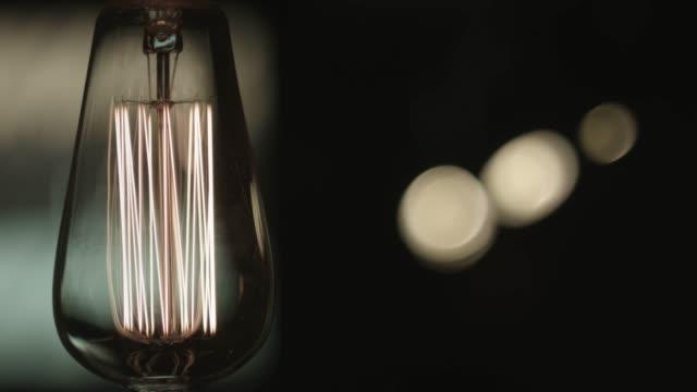 vintage loft lampe. alte glühlampe. antike lampe - elektrische lampe stock-videos und b-roll-filmmaterial