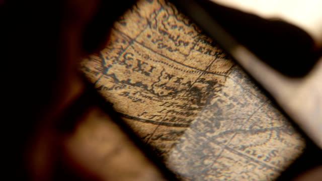vídeos de stock, filmes e b-roll de mapa antigo vintage - cartografia