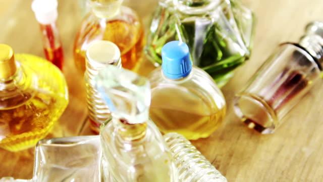vídeos de stock e filmes b-roll de vintage perfume - perfume