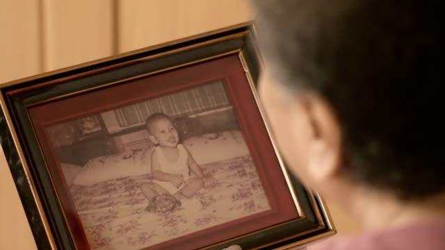 vintage foto: asiatisk familj - fotoram bildbanksvideor och videomaterial från bakom kulisserna